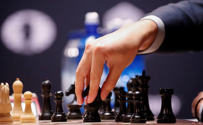 Un maestro de ajedrez ofrece una simultánea con 30 aficionados en Mérida