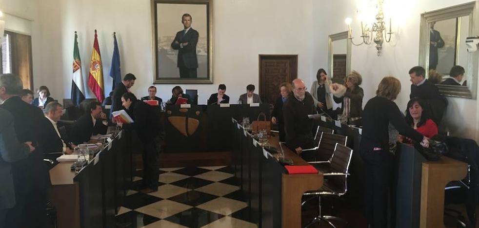 La Diputación de Cáceres rechaza la propuesta del PP para el edificio del hospital de la Montaña