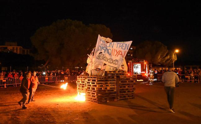 Las Candelas de la Margen Derecha dan el pistoletazo de salida al Carnaval de Badajoz