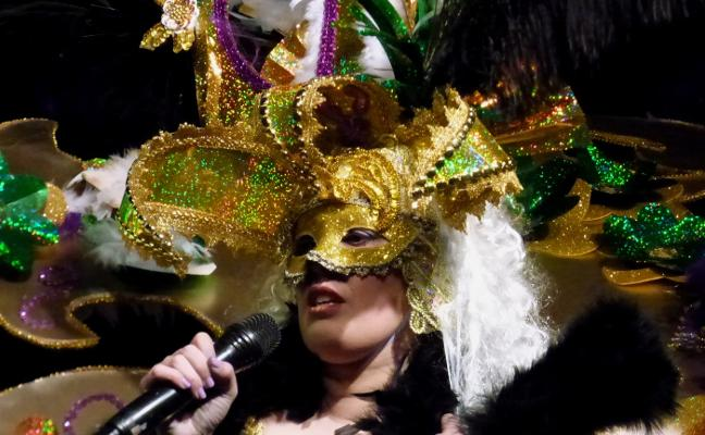 Valeria Macías en categoría infantil y Sara Curiel en juvenil, reinas del Carnaval 2018 de Navalmoral