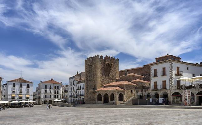 Un programa de la televisión líder en Portugal pone su foco en la gastronomía extremeña y el conjunto monumental de Cáceres