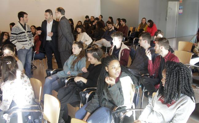 Cáceres da la bienvenida a los estudiantes Erasmus