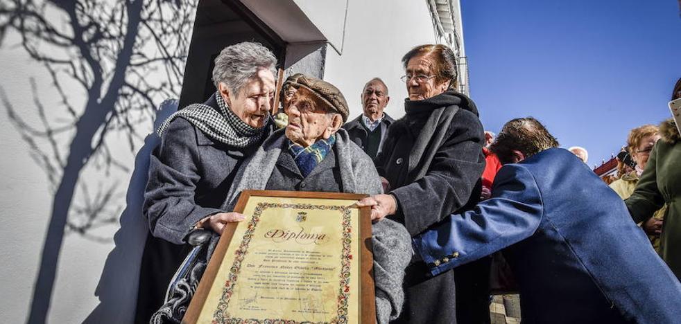 Fallece el abuelo 'Marchena' de Bienvenida, el hombre más longevo del mundo