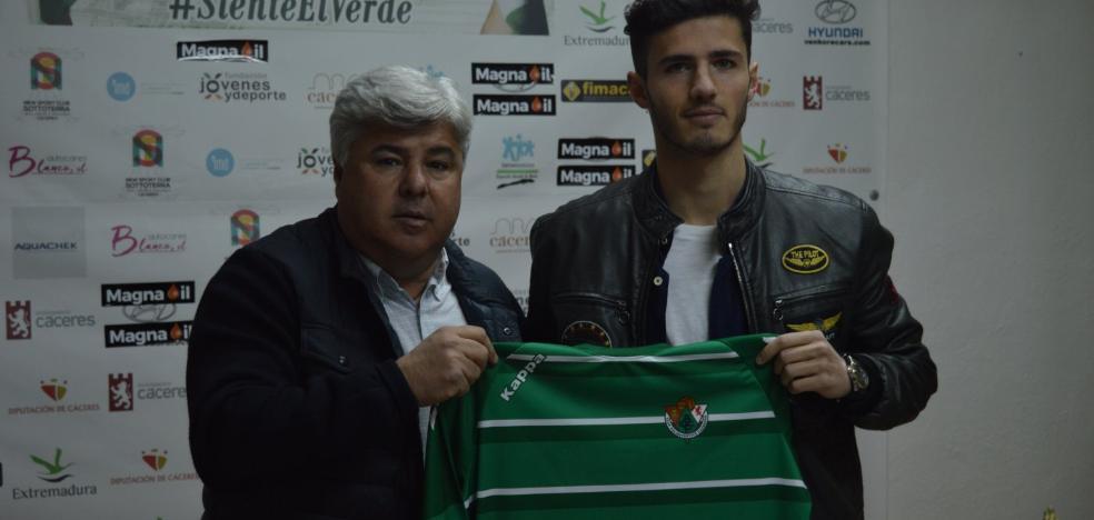 Rubén cierra la nómina de jugadores del Cacereño