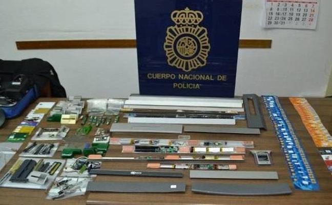 Dos detenidos por colocar dispositivos para clonar tarjetas en cajeros de Plasencia y Cáceres