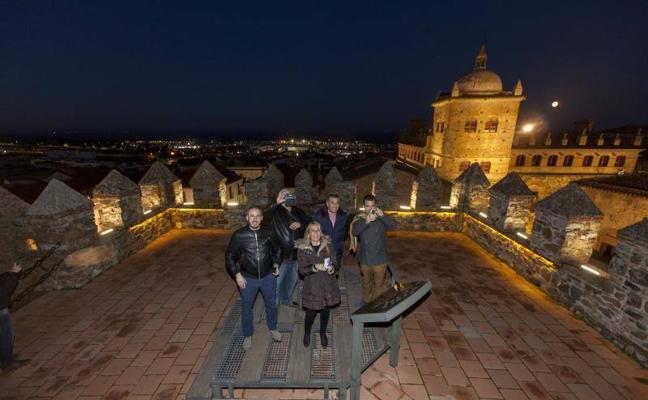 Las torres de la parte antigua de Cáceres mejoran su seguridad para las visitas nocturnas