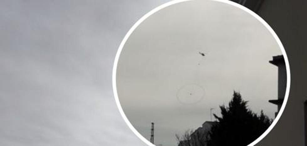 Un helicóptero sobrevuela Monesterio para detectar masas de mineral a gran profundidad