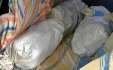 Investigan a dos onubenses por robar 200 kilos de piñas en Calera de León