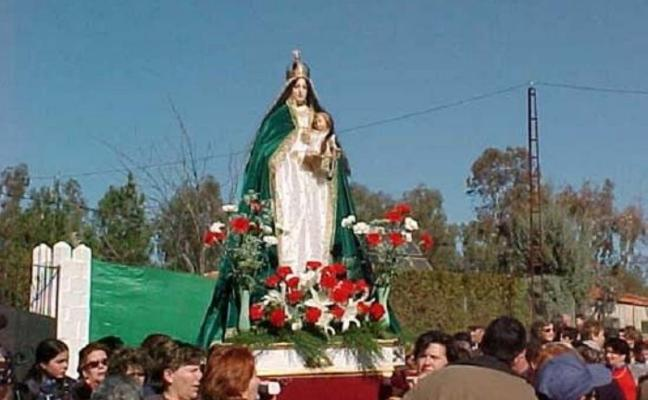 La Candelaria de Llerena, que se celebra hoy, invita a los niños a plantar un árbol