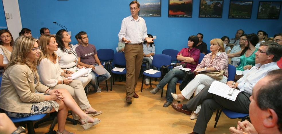 Monago califica de «normalidad democrática» las bajas en el PP