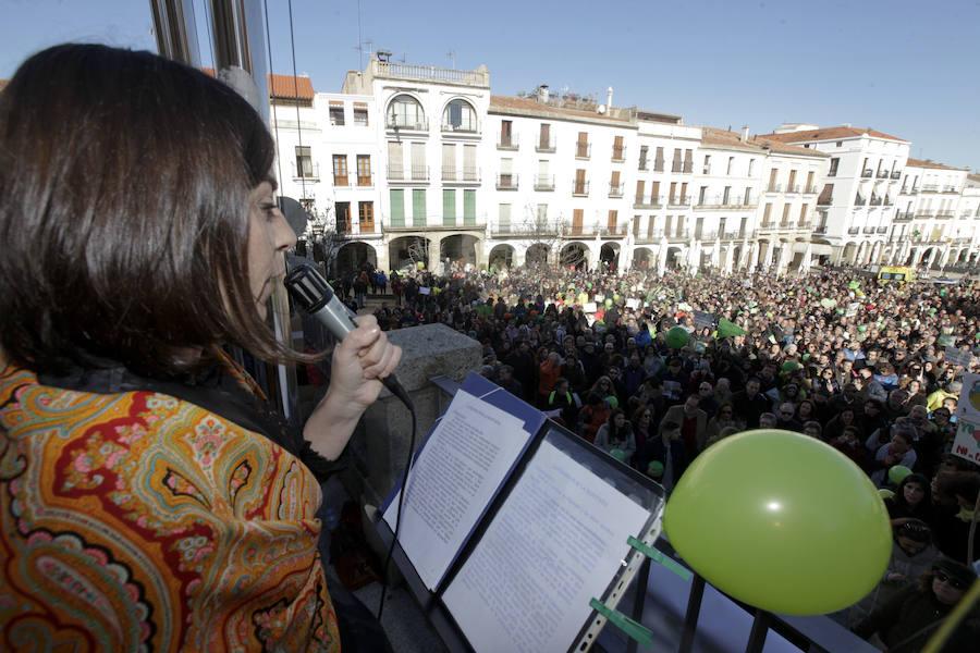 Unas 1.500 personas expresan su rechazo a la mina de litio en Cáceres