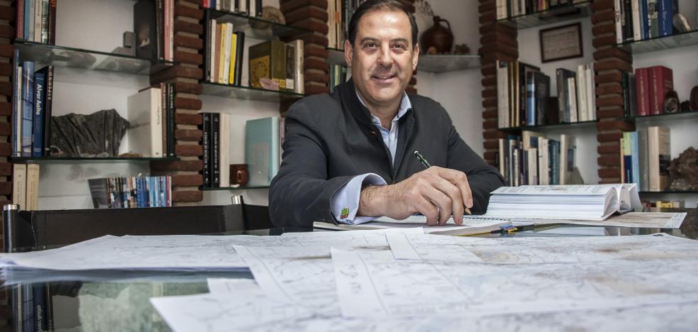 «Badajoz no crece hacia los suelos más idóneos, sino por otros intereses»