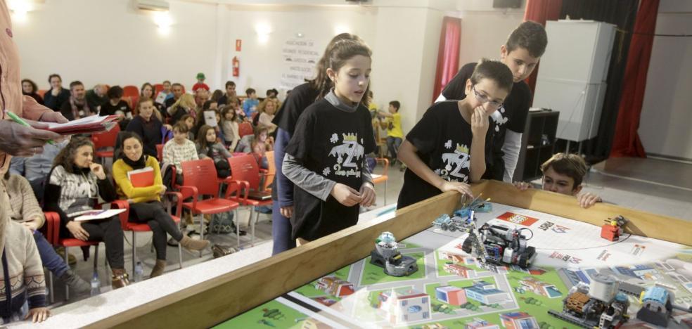Dieciseis niños formados por Okola irán a una competición de robótica en Sevilla