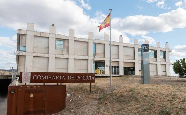 La Policía detiene a una mujer tras quemar varios contenedores en Plasencia