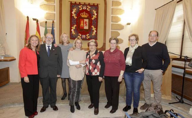 Cáceres reconoce la labor de los voluntarios que imparten talleres en la Casa del Mayor