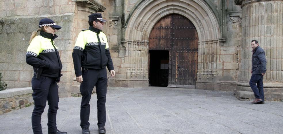 La Policía de Cáceres identifica a ocho personas por trapicheo de drogas en Santiago