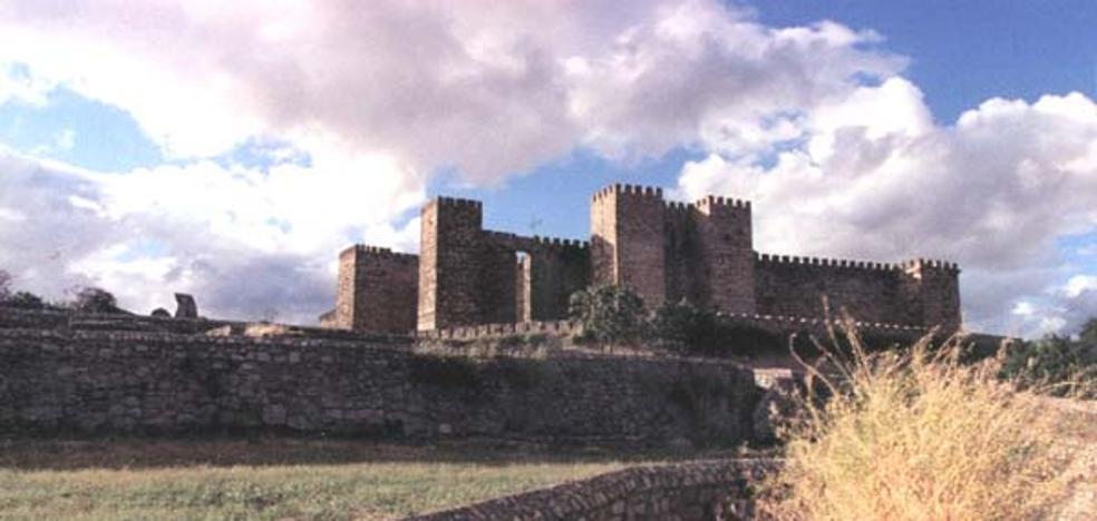 Una mujer de 62 años resulta herida grave tras sufrir una caída en el castillo de Trujillo