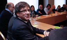 Las negociaciones entre JxCat, ERC y la CUP no contemplan el regreso de Puigdemont