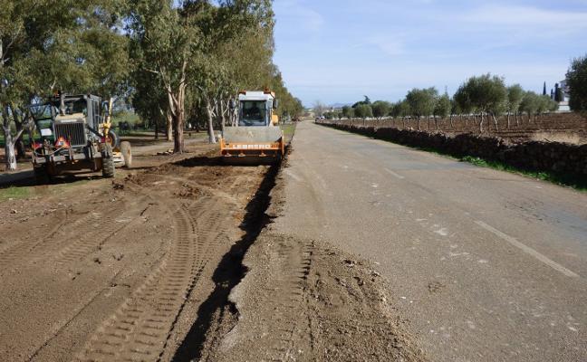 El Ayuntamiento de Castuera ensancha la carretera del cementerio