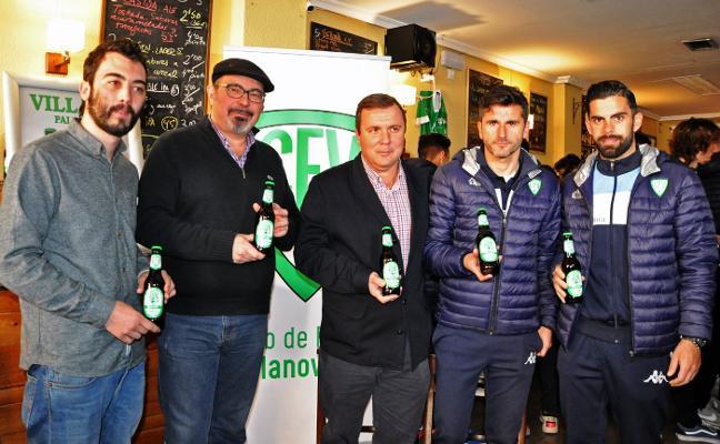 El Villanovense presenta 'Villana', su propia cerveza artesanal