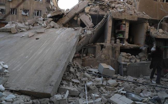 Una lluvia de bombas del régimen sirio sobre un feudo rebelde provoca más de 210 muertos