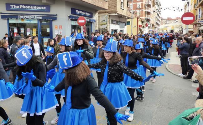 El Carnavalmoral estudiantil, con mil jóvenes, abre hoy la fiesta