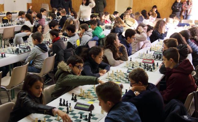 Cerca de cien niños participan en Jarandilla de la Vera en los Judex de Ajedrez