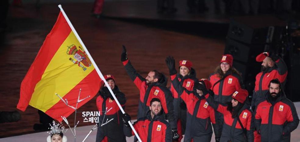 España, de rojo y gris encabezada por Lucas Eguibar