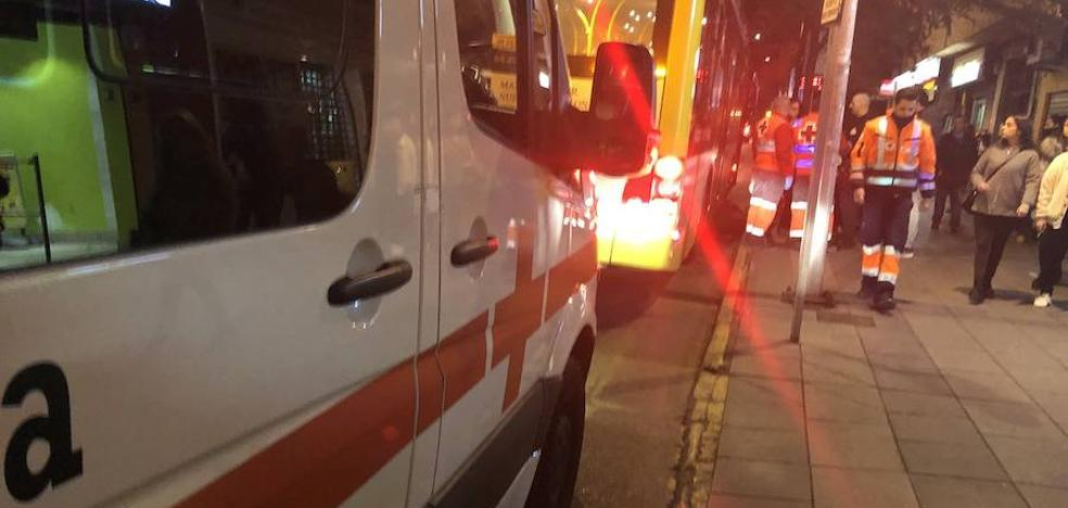 Herido un motorista tras chocar con un coche en la avenida Fernando Calzadilla de Badajoz
