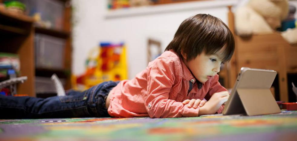 El Gobierno atajará el abuso de internet en menores y de ansiolíticos en mujeres
