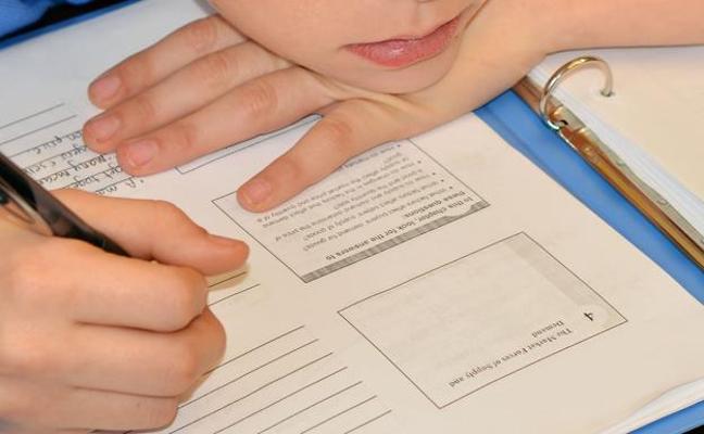 Condenado por llamar «julandrón» a su hijo al fallar con las matemáticas