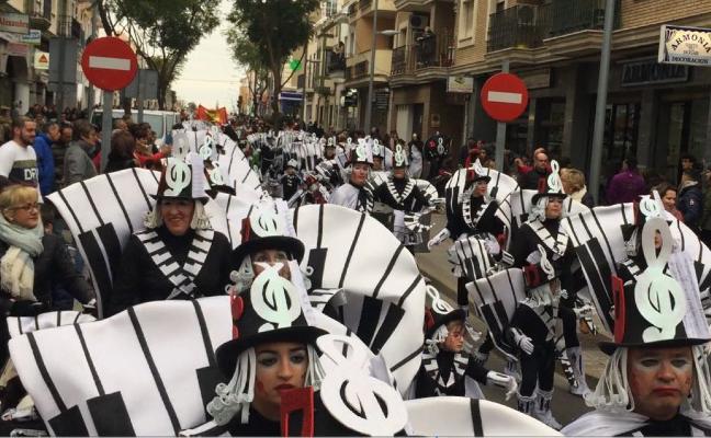 El carnaval infantil reúne a unos 600 niños y mayores en Villanueva de la Serena