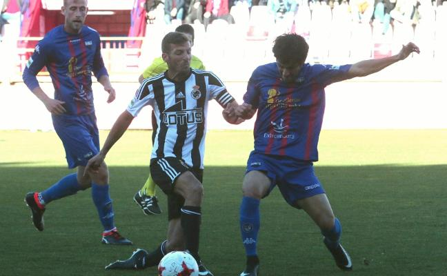 El Extremadura espera ganar y despejar las dudas