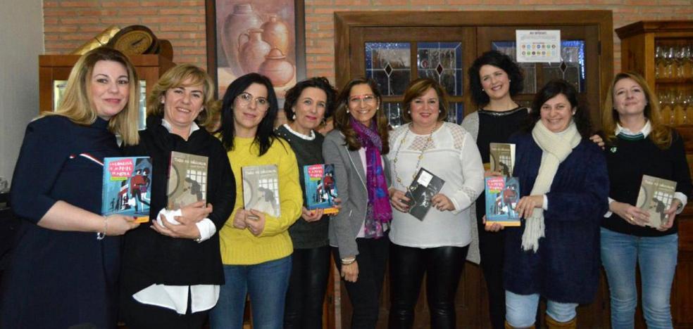 La escritora Rosa Huertas participó en un encuentro literario en el Sagrado Corazón