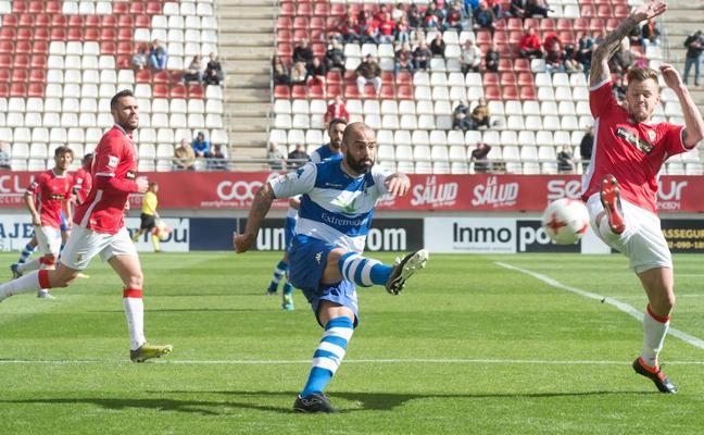 El Villanovense choca con un inspirado Murcia
