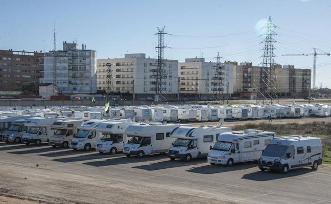 Dos centenares de autocaravanas se concentran en la ciudad