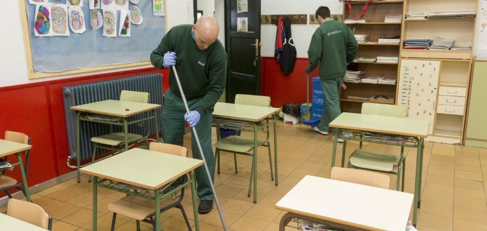 La limpieza de los colegios públicos se cubre con 20 trabajadores de Fissa