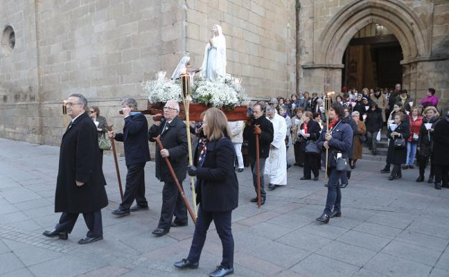 Procesión de las antorchas en la parroquia de San Juan