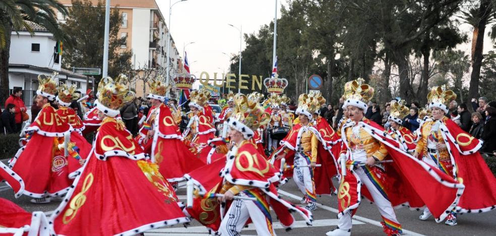 El Carnaval de Don Benito se impuso al frío con música, bailes y cientos de disfraces