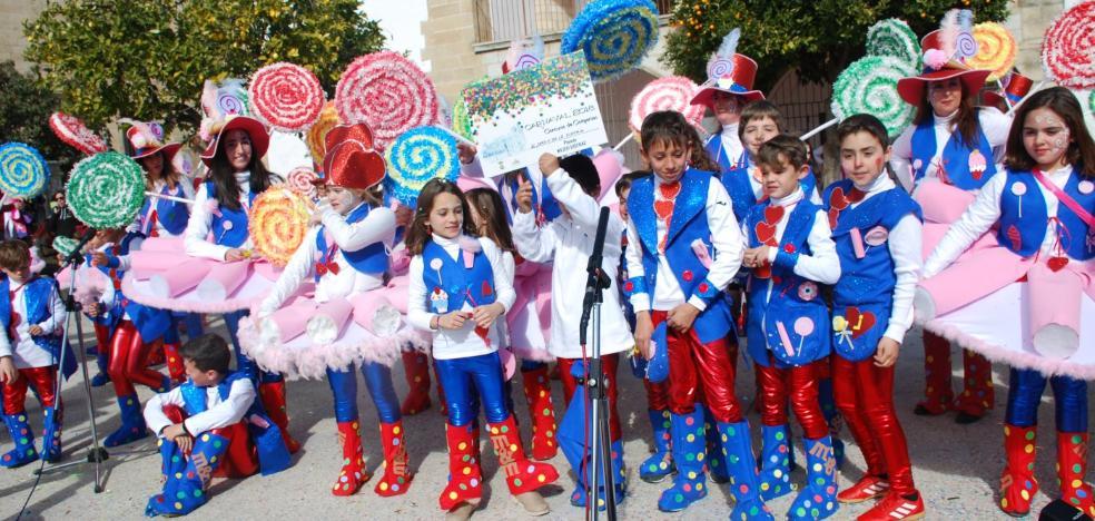 Los desfiles de disfraces llenan de colorido las calles de Trujillo
