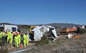Cinco heridos por una colisión entre un camión y una furgoneta en La Granja