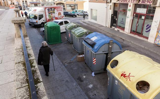 Ciudadanos pide instalar contenedores accesibles para discapacitados
