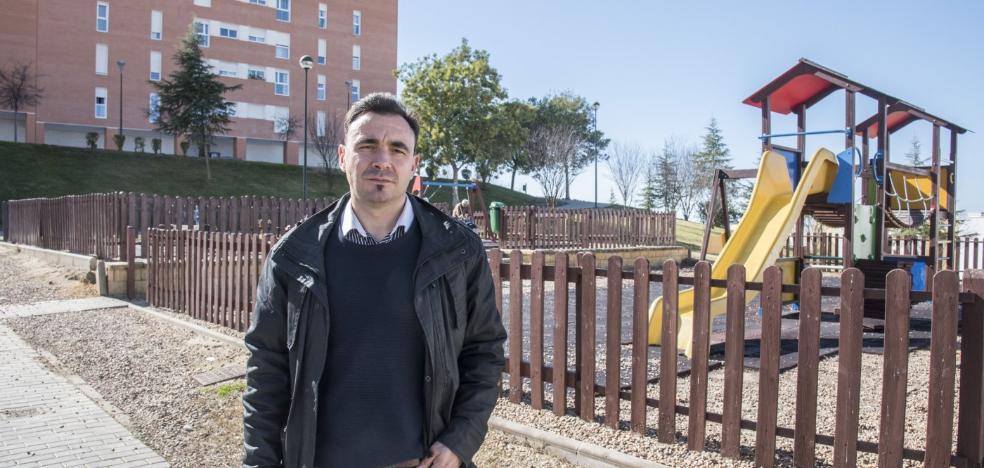 El barrio Cerro Gordo de Badajoz pide más vigilancia para controlar a los perros sueltos