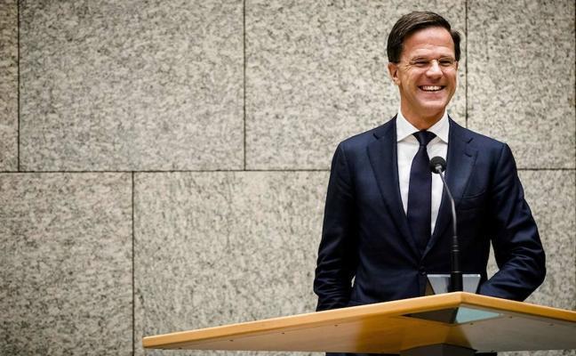Dimite el ministro de Exteriores holandés al inventar una entrevista con Putin