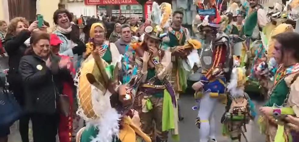 Dos pedidas de mano tras el desfile de comparsas en Badajoz