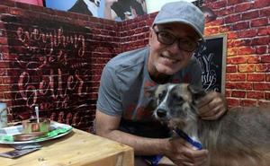 Una ONG ofrece citas de San Valentín con perros y gatos en Filipinas