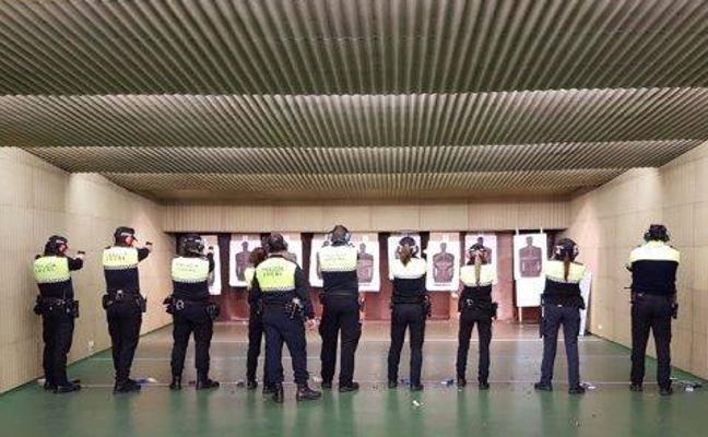 La Policía Local de Cáceres prueba su nuevo armamento