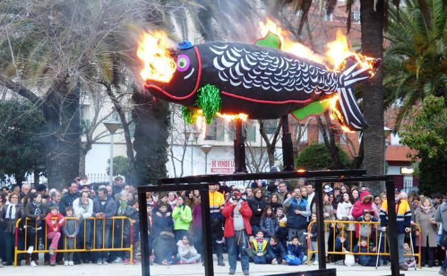 La quema de la sardina cierra un multitudinario carnaval en Navalmoral