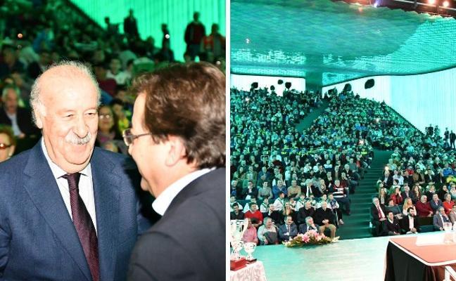 Vicente Del Bosque asiste a la Gala del Fútbol Extremeño en Villanueva de la Serena