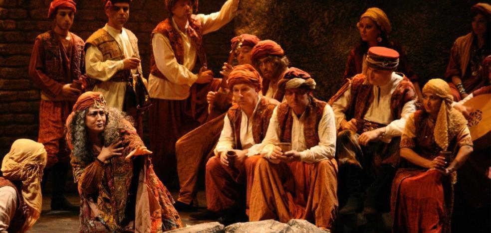 La espectacular opera 'El Trovador' llenará el López de Ayala
